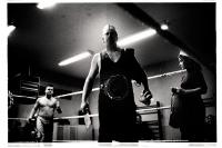 Jean Le Boucher, catcheur et champion belge, monte sur le ring armé de son hachoir et d'un os, lors d'un match de la B.C.W.F. (Belgian Catch Wrestling Federation) à Obourg, Belgique.